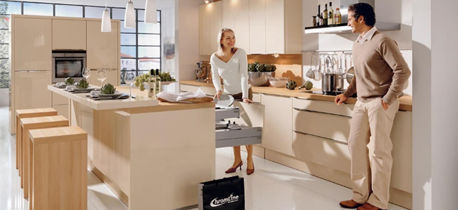 Фото барной стойки на кухне в мягких коричневых тонах