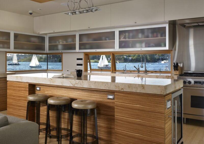 Фото красивой и дорогой барной стойки на кухне