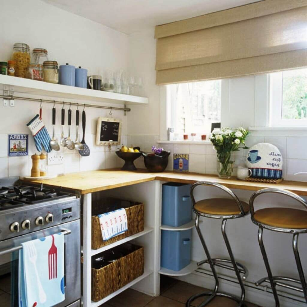 Фото барной стойки у стены маленькой кухни - 2