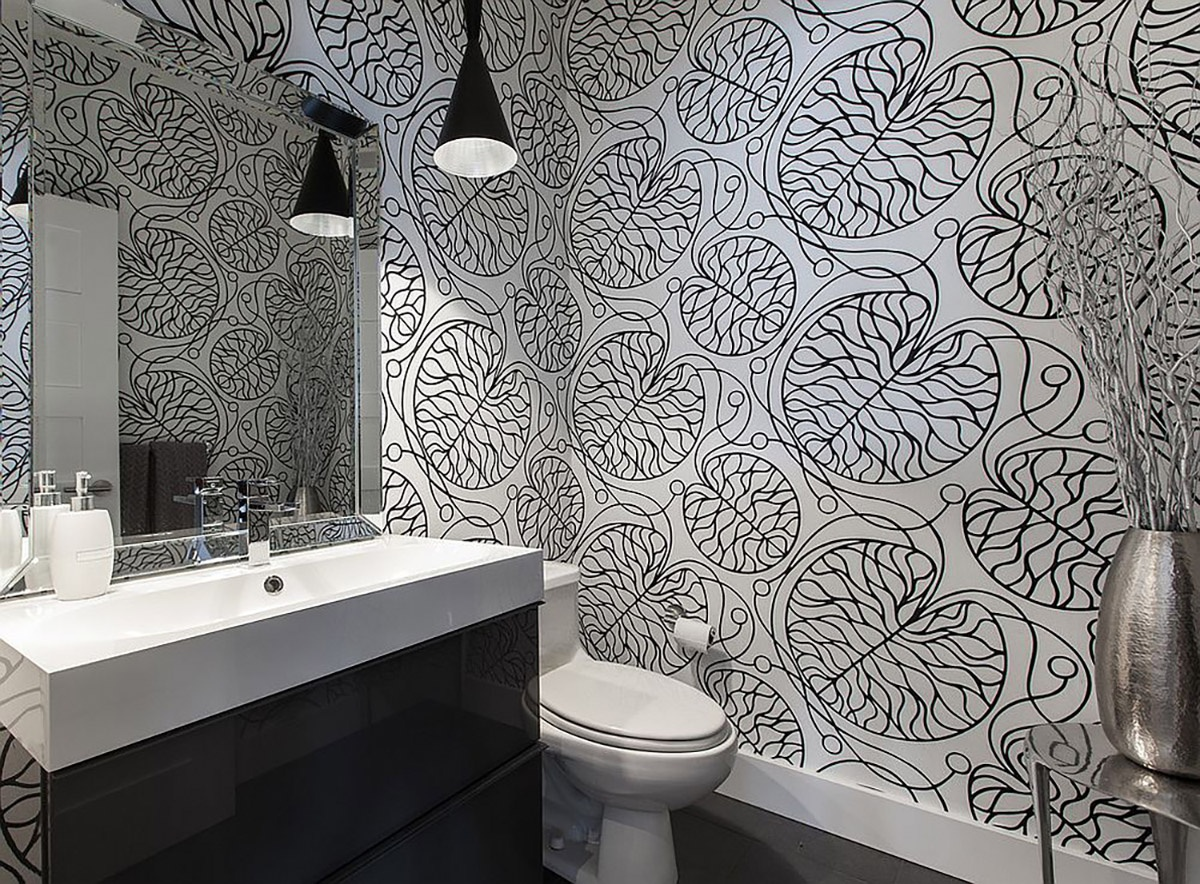 black-and-white-marimekko-patterned-wallpaper-for-the-contemporary-bathroom_01
