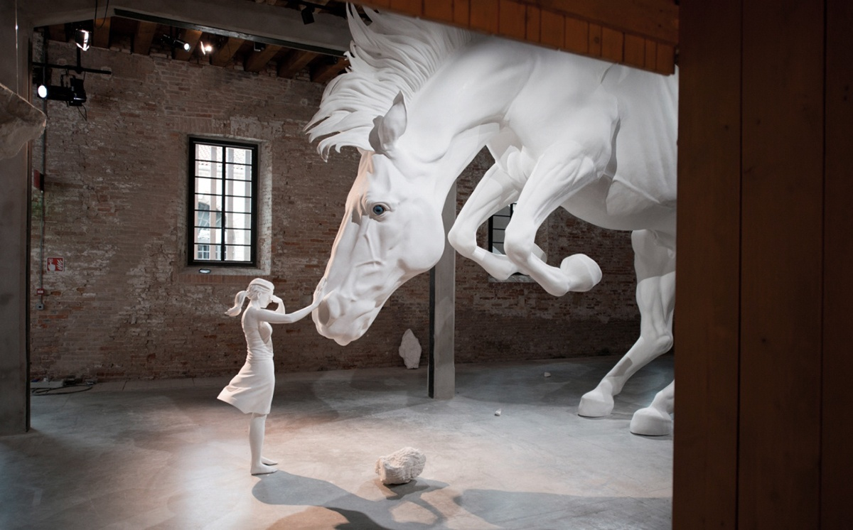 claudia-fontes-horse-problem-venice-biennale-1_01