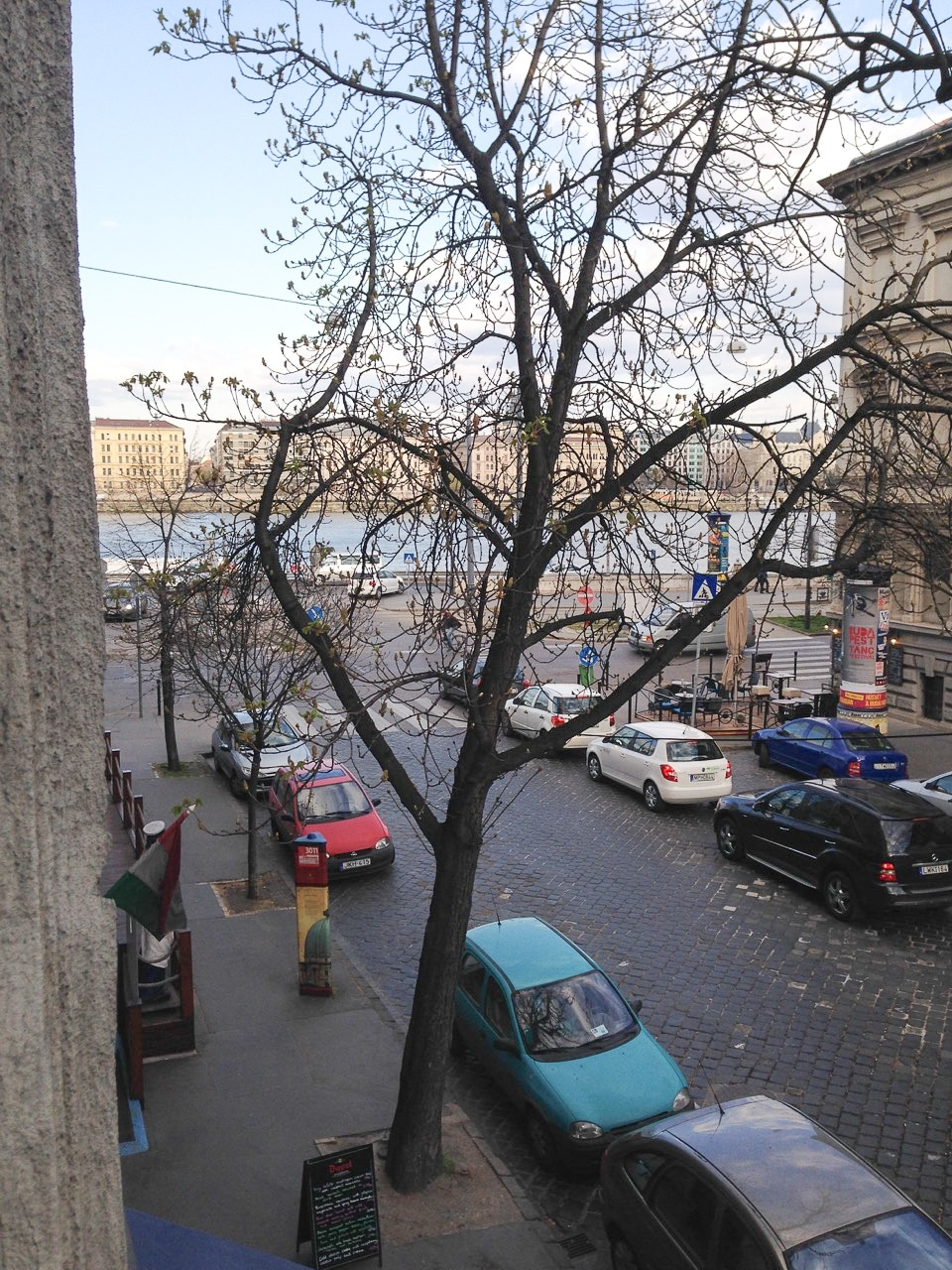 halasz-utca-budapest-from-the-apartment-view-on-danube_02