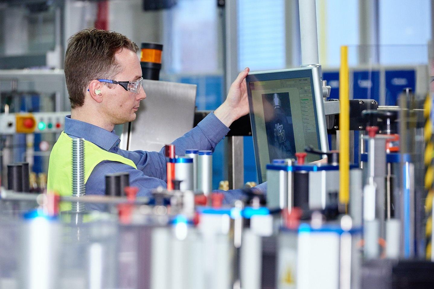 2017-03-10-henkel-waschmittelproduktion-duesseldorf-etikettierkamera-1_01