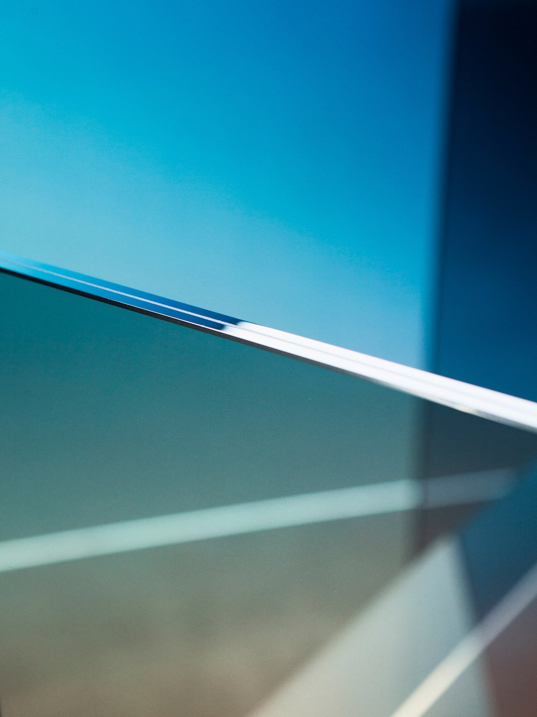 ombr-glass-chair-detail-2_1200_01