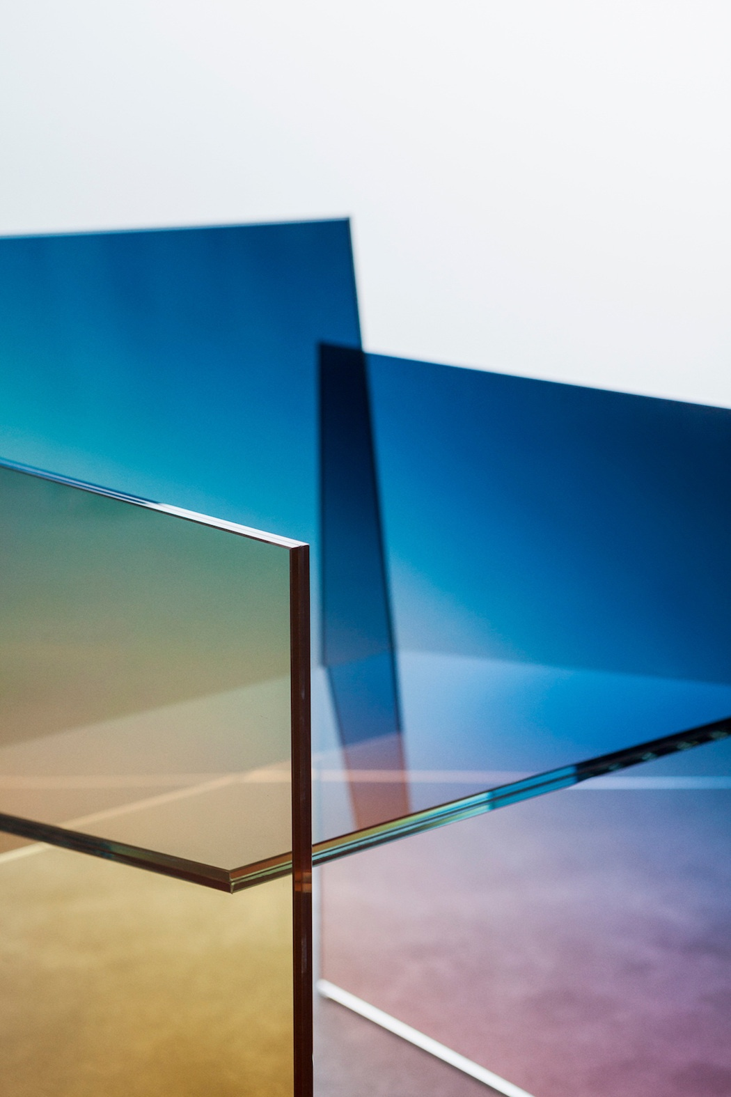 ombr-glass-chair-detail-4_1200_01