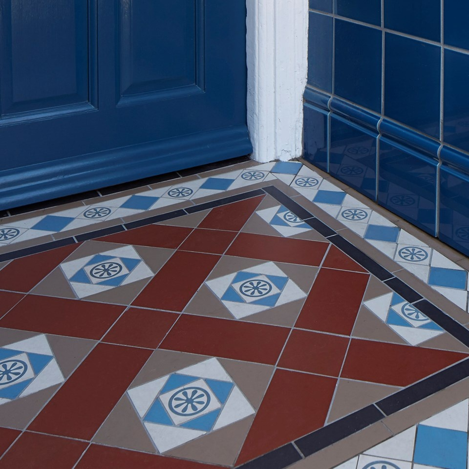 bespoke-pattern-and-border-with-colebrooke-hand-decorated-single-tiles
