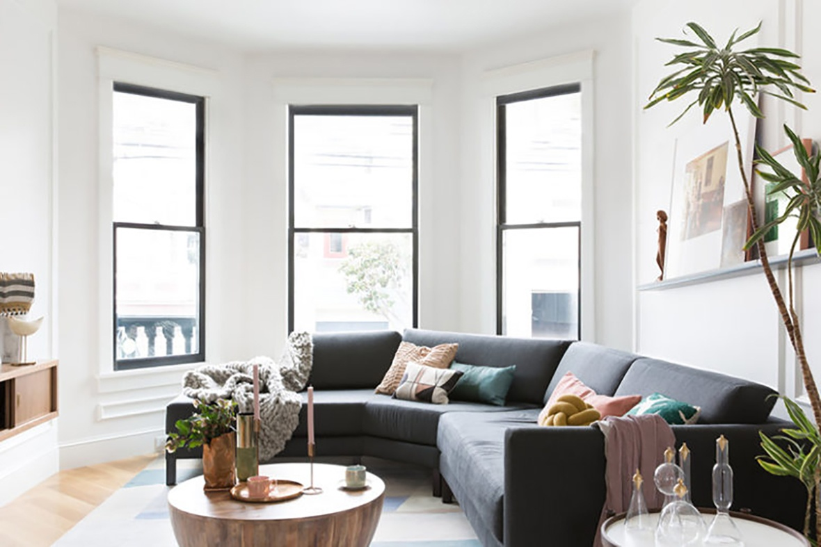 05-the-living-room-is-hexagon-shaped-theres-a-nice-selection-of-furniture-in-natural-wood-and-black-775x517_01