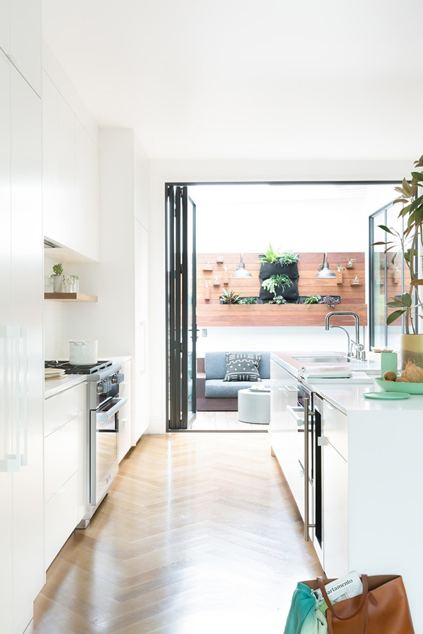 03-the-kitchen-features-an-entrance-to-the-terrace-and-all-white-decor_01