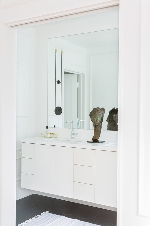 10-the-master-bathroom-is-sleek-modern-and-white-nothing-unnecessary-here_01