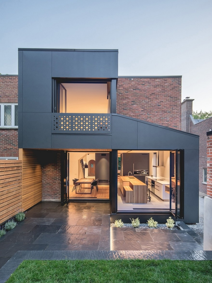 black-box-house-in-montreal-18