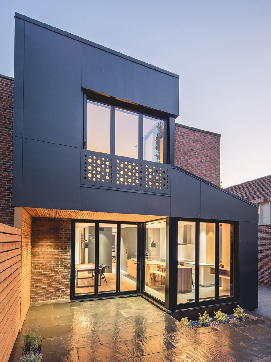 black-box-house-in-montreal-19