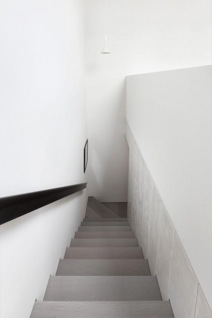 enchanting-family-apartment-sharpness-softened-choice-materials-10-696x1044