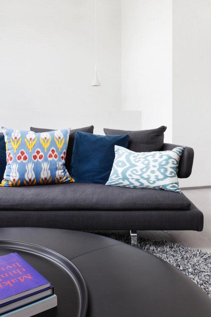 enchanting-family-apartment-sharpness-softened-choice-materials-12-696x1044