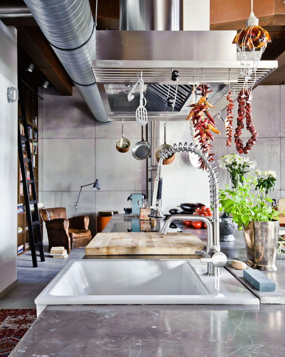 loft-in-budapest-the-project-of-shay-sabag-15-980x1228