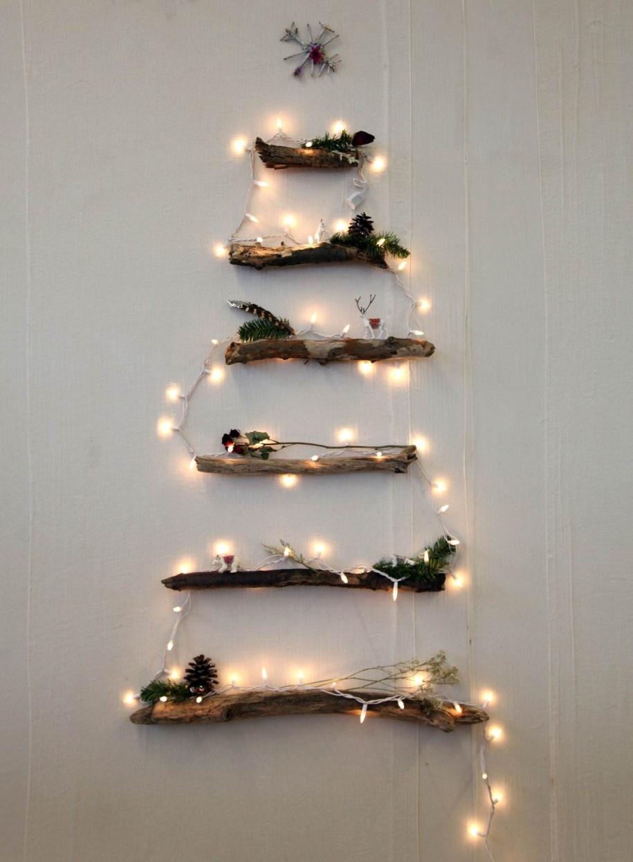 christmas-tree-made-of-lights-on-wall-photo-6