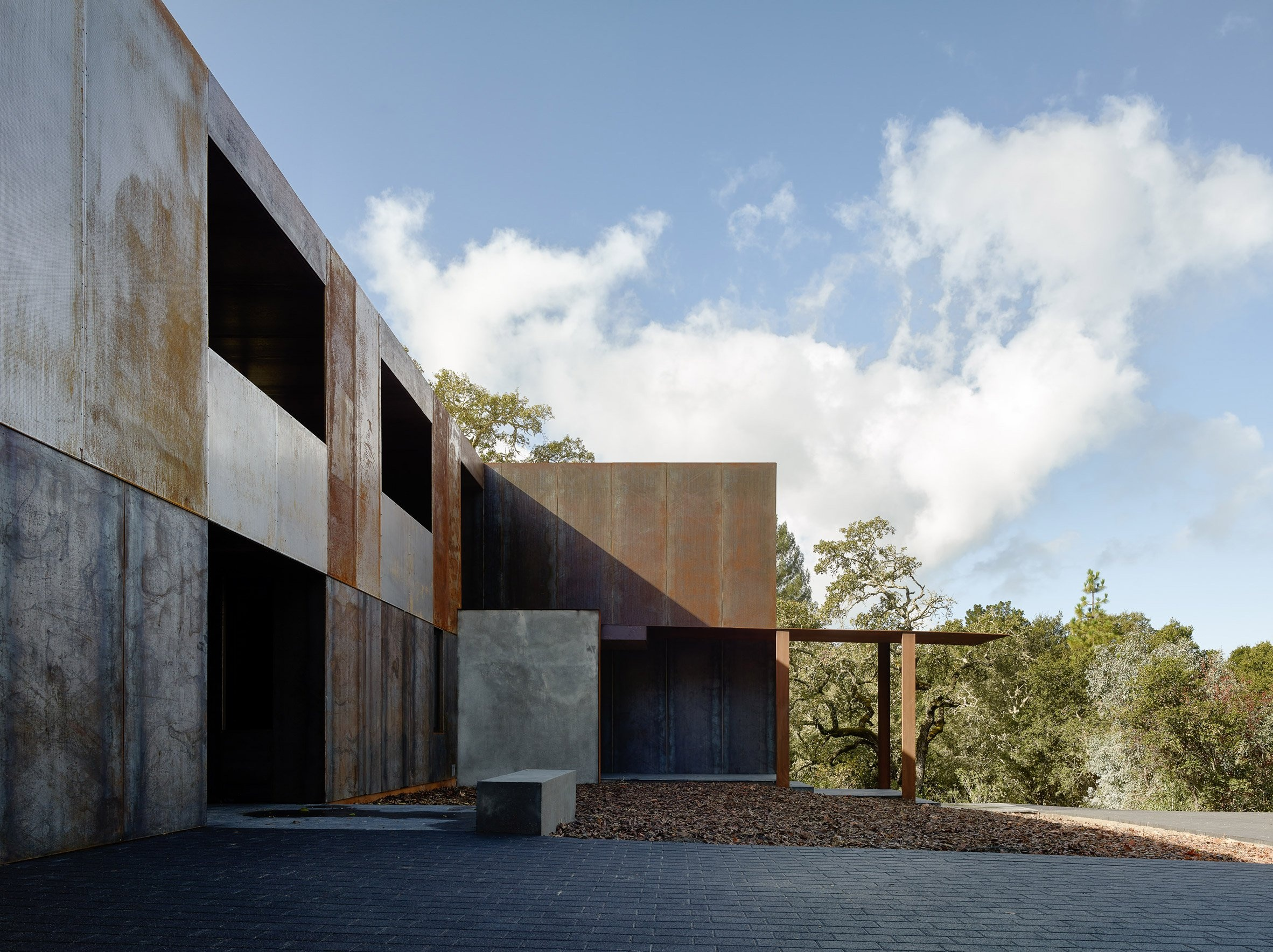miner-road-faulkner-architects_dezeen_2364_col_9