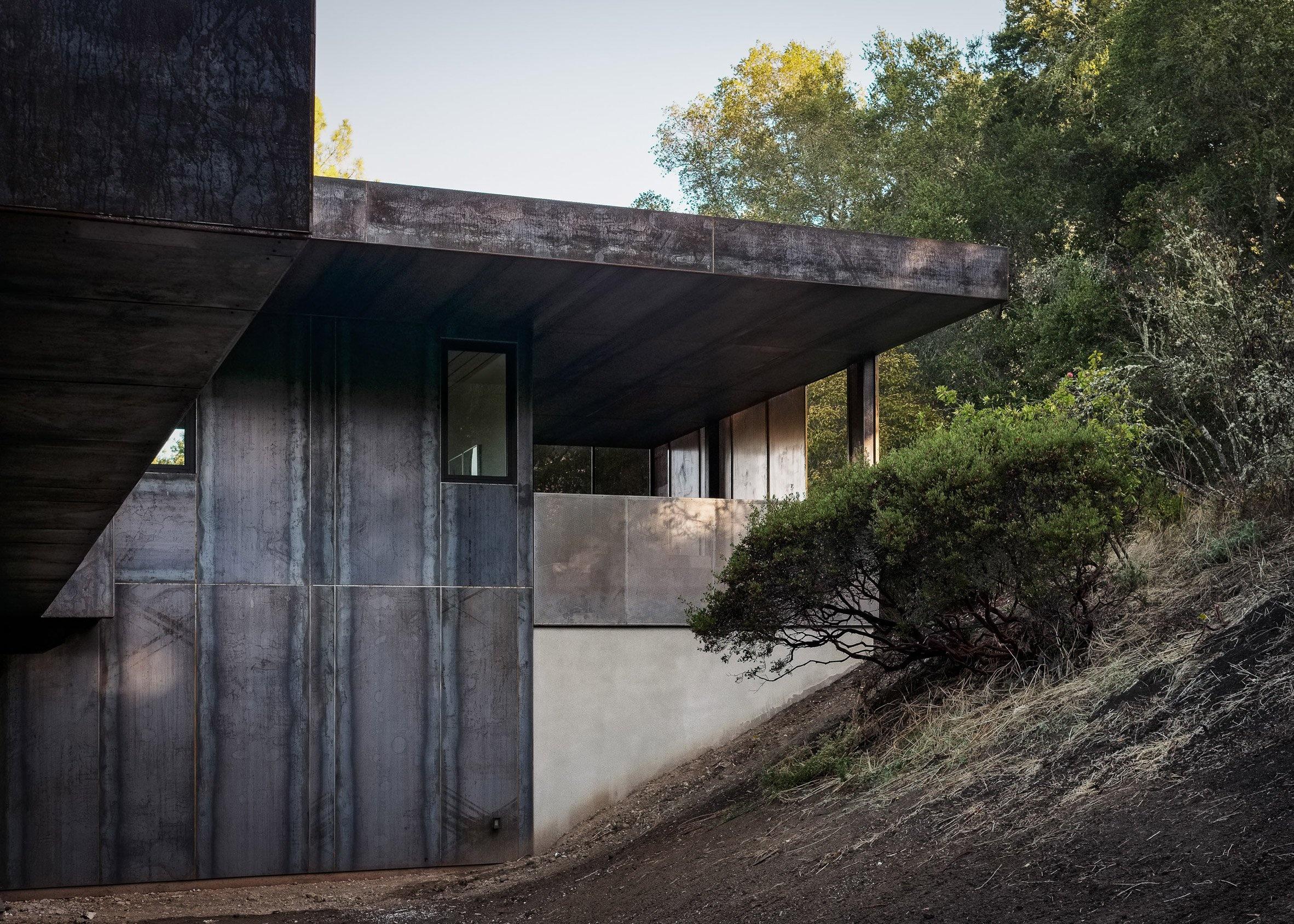 miner-road-faulkner-architects_dezeen_2364_col_50_01