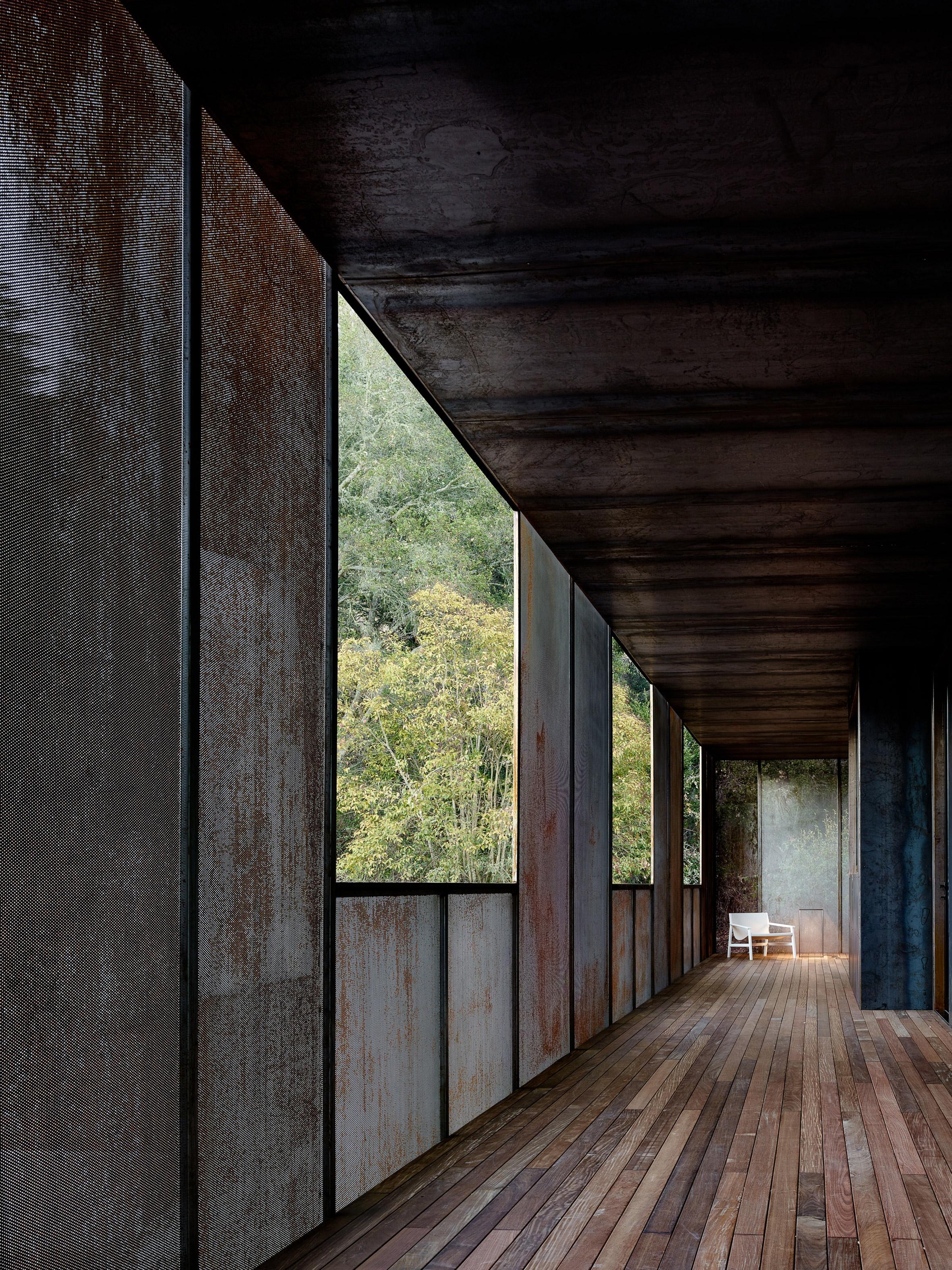 miner-road-faulkner-architects_dezeen_2364_col_44