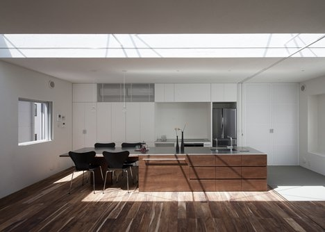 dezeen_frame-house-by-uid-architects_6