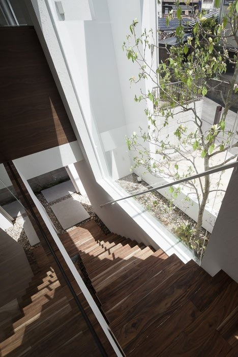 dezeen_frame-house-by-uid-architects_7_01