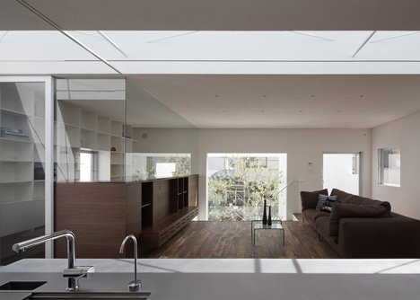 dezeen_frame-house-by-uid-architects_4_01