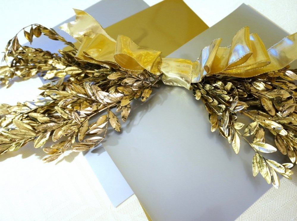 holiday-gold-wreath