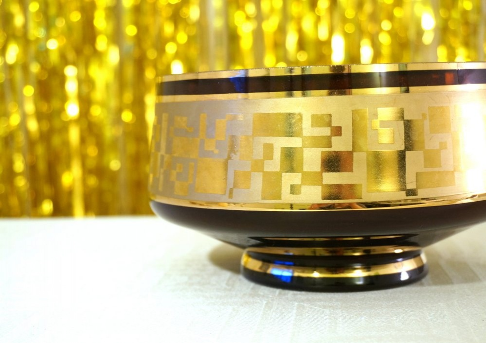 vintage-bowl-with-gold-accents_01