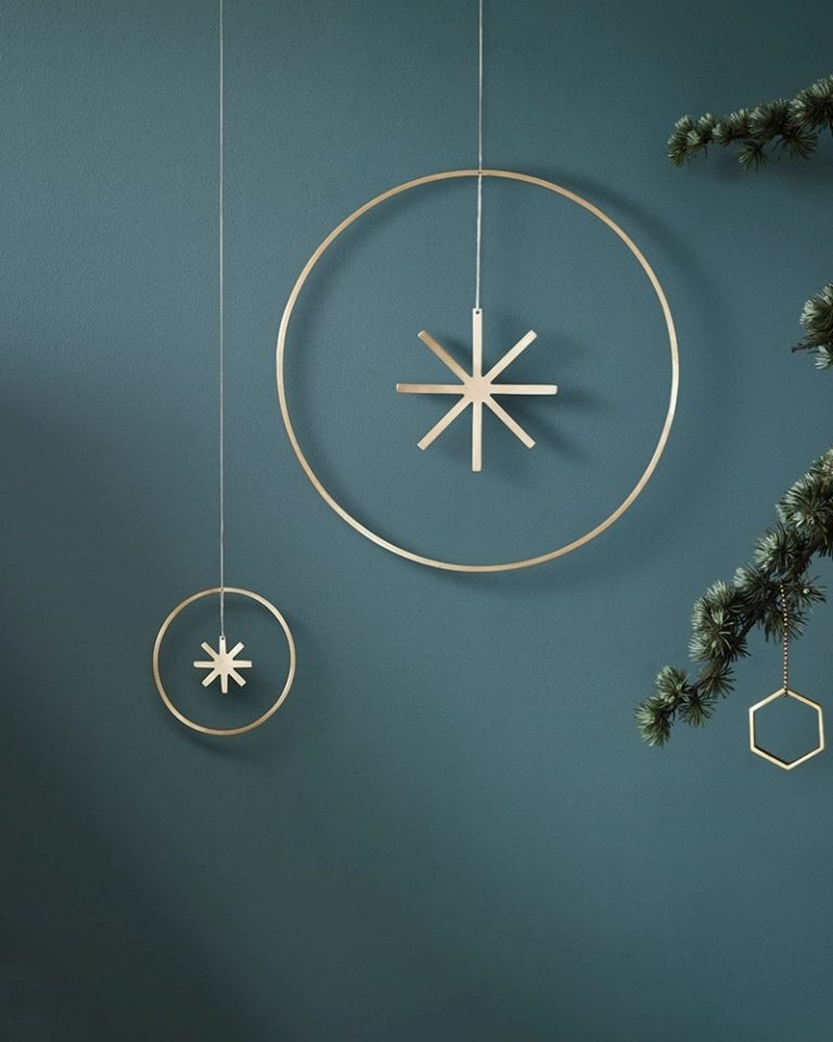 metallic-minimalist-holiday-style-768x960.