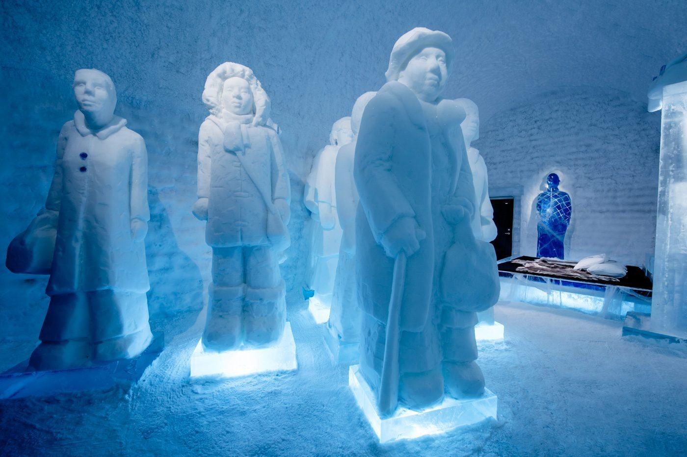 deluxe-suite-the-invisible-invincible-army-icehotel-365-1400x932_01