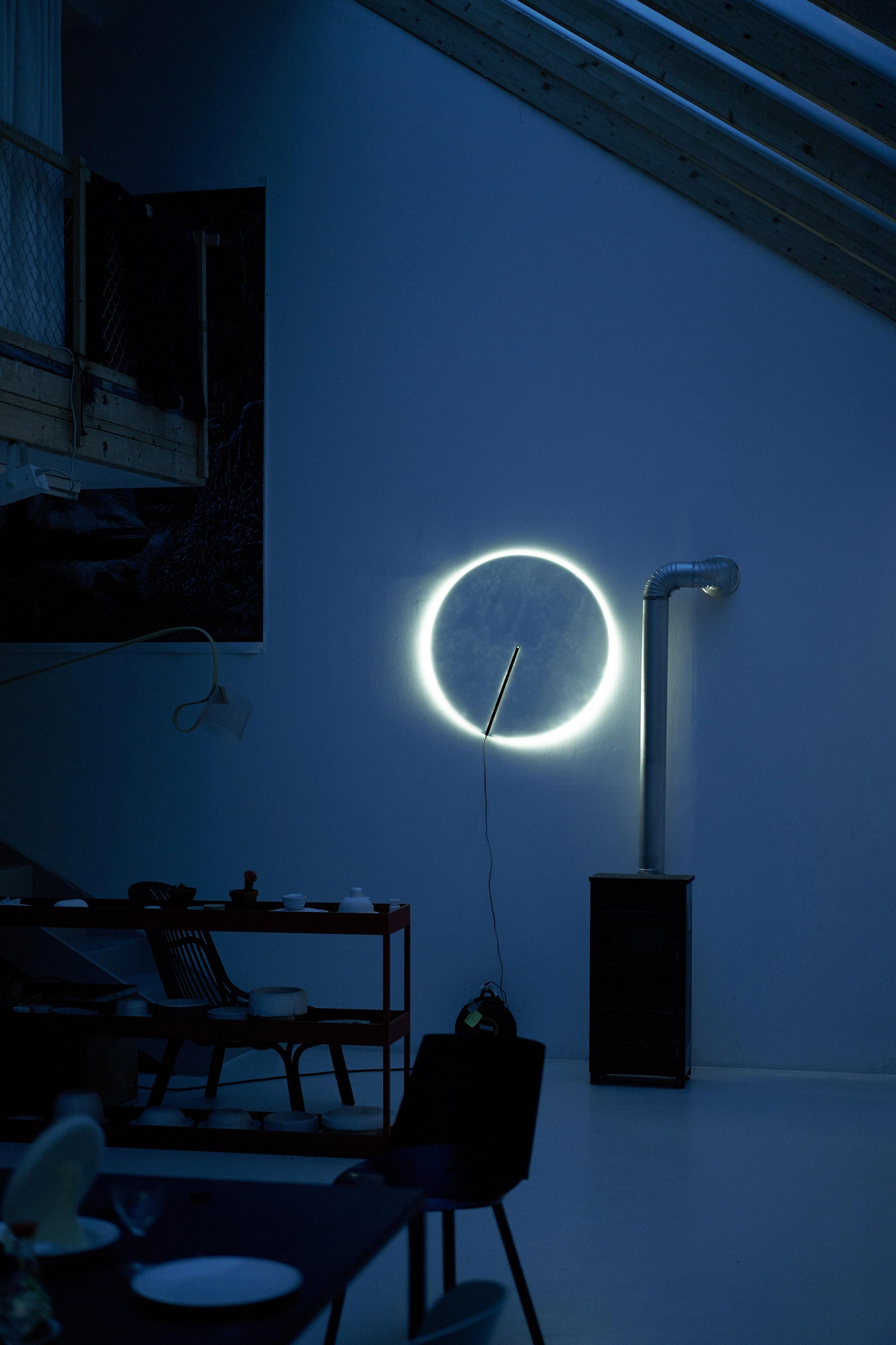 guise-stefan-diez-design-lighting-lamps_dezeen_2364_col_12_01