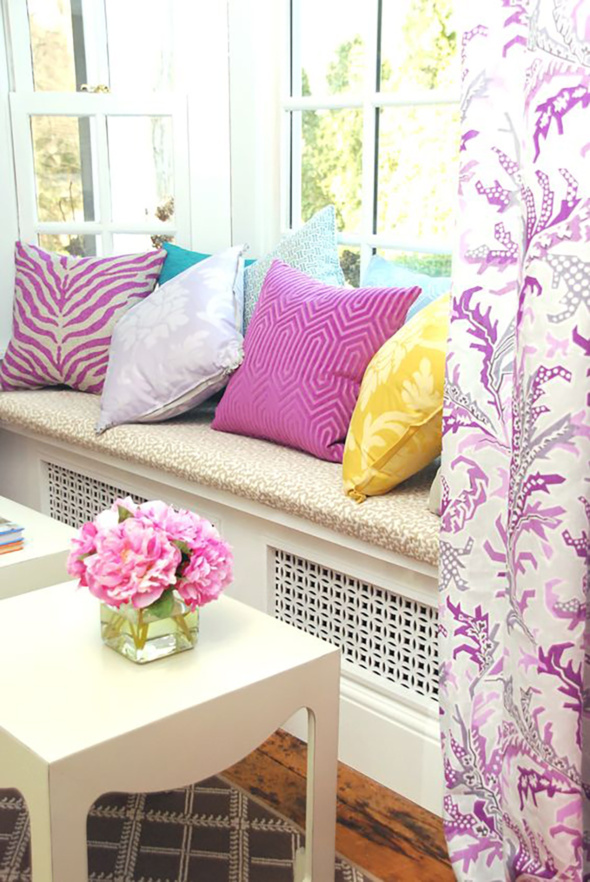 14-radiator-cover-window-seat-with-pillows_01