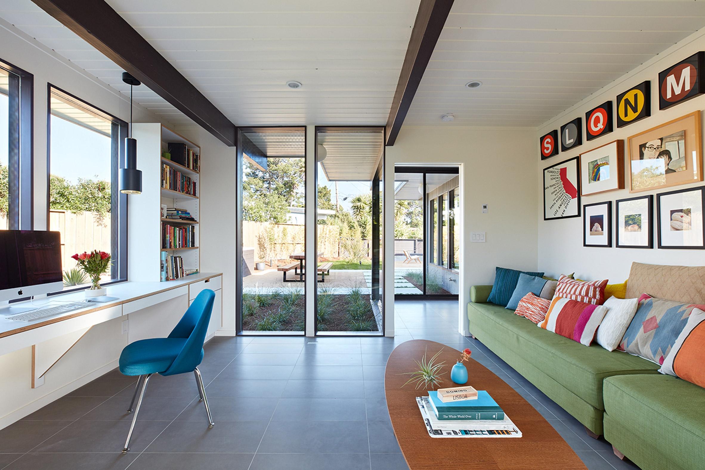 san-mateo-eichler-addition-remodel-klopf-architecture-residential-blue-house-usa_dezeen_2364_col_3