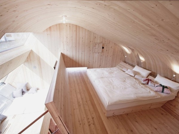 small-unusual-cabin-made-entirely-of-wood-14-600x450_01