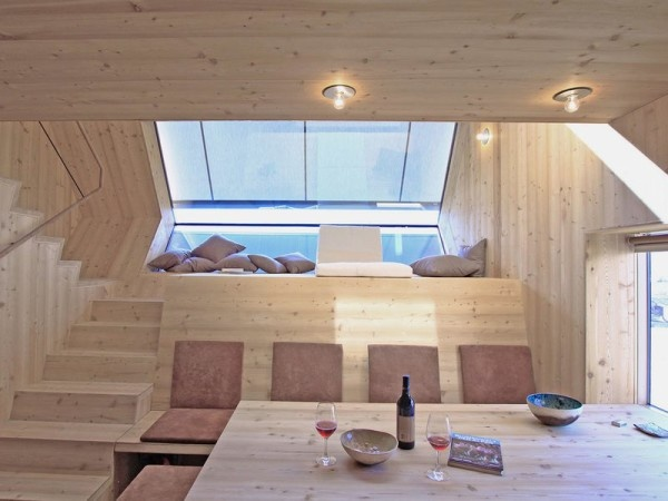small-unusual-cabin-made-entirely-of-wood-7-600x450