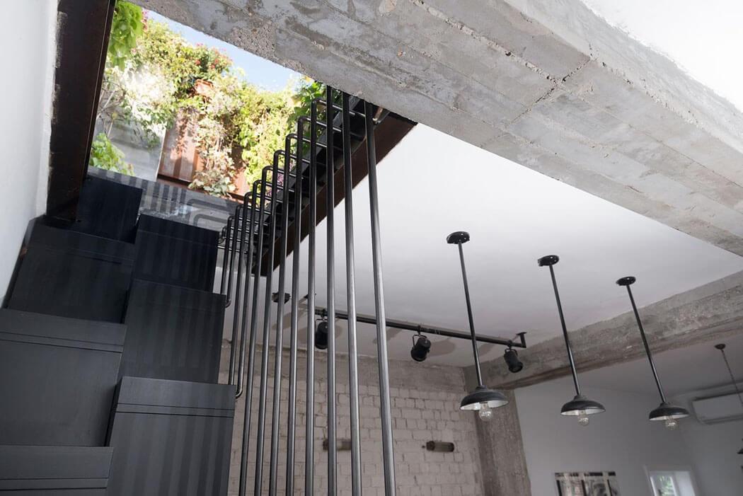 escalier-fenetre-sous-toit-terrasse-appart