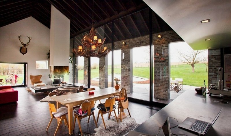 old-farmhouse-converted-into-contemporary-family-house_01
