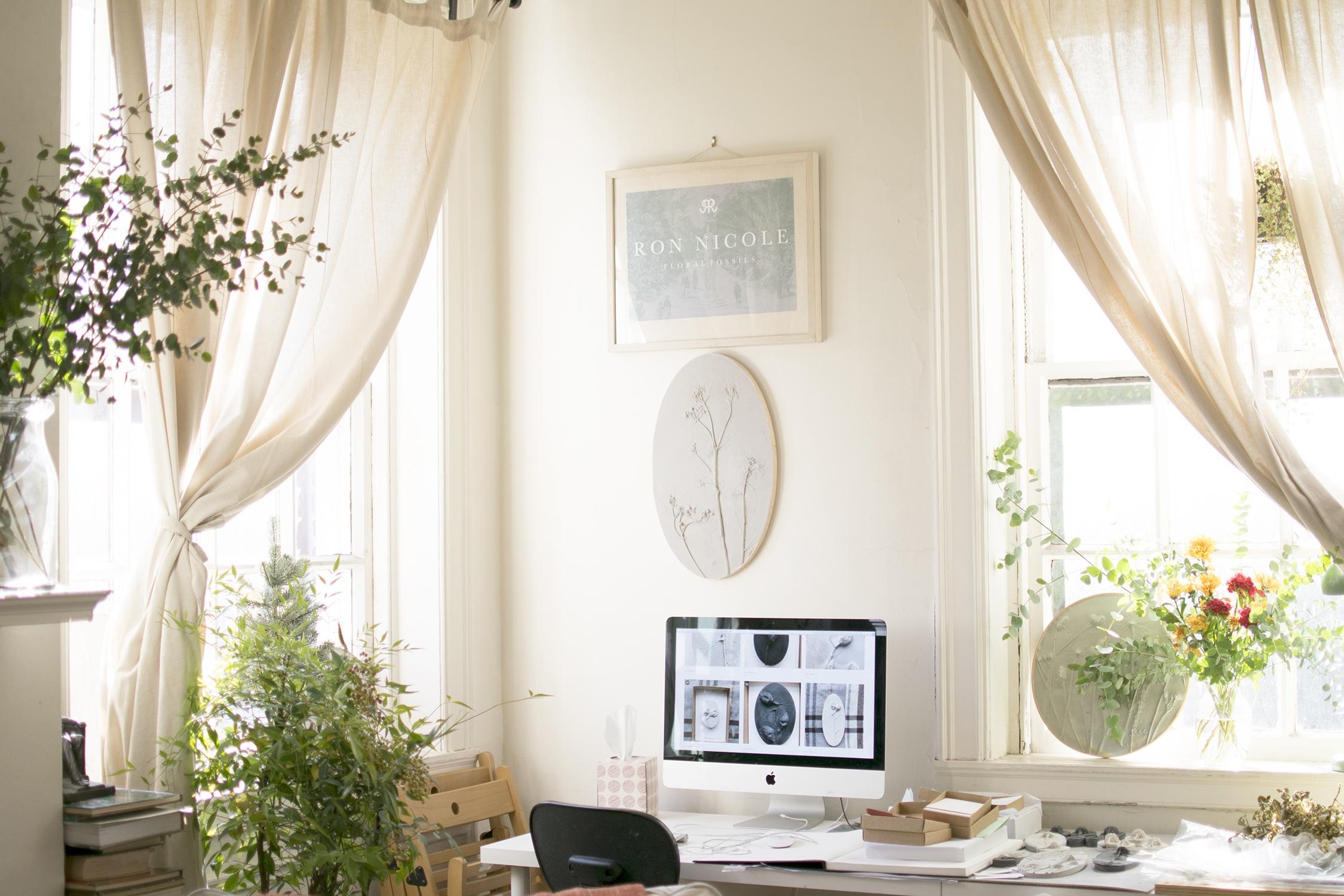 living-room-corner-workstation