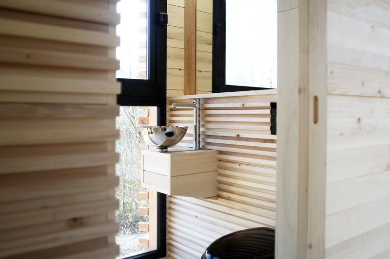 modern-architectural-wood-tree-house-170118-1246-06