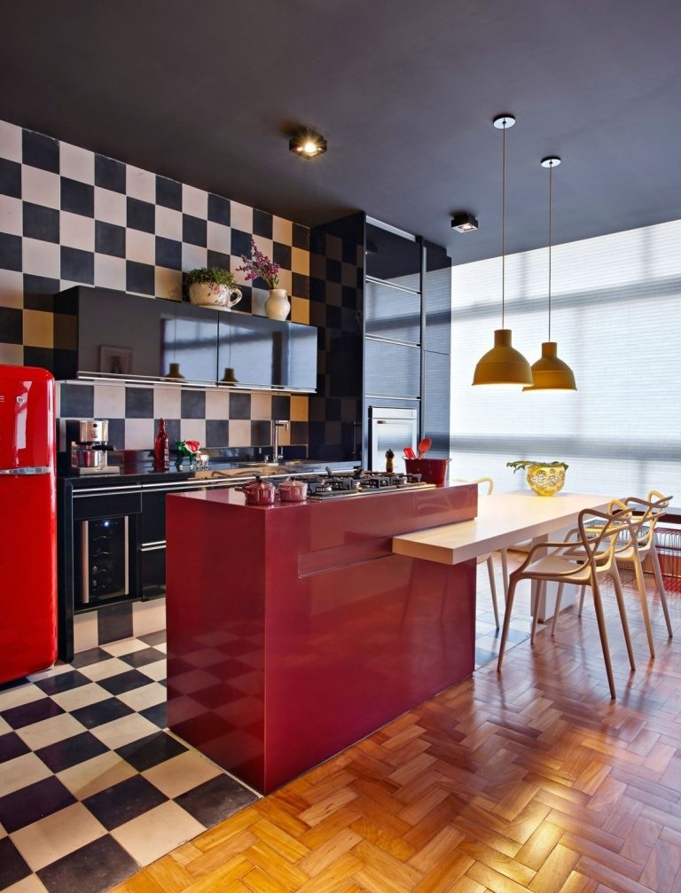 modern-minimalist-kitchen-design-with-chess-theme-768x1007