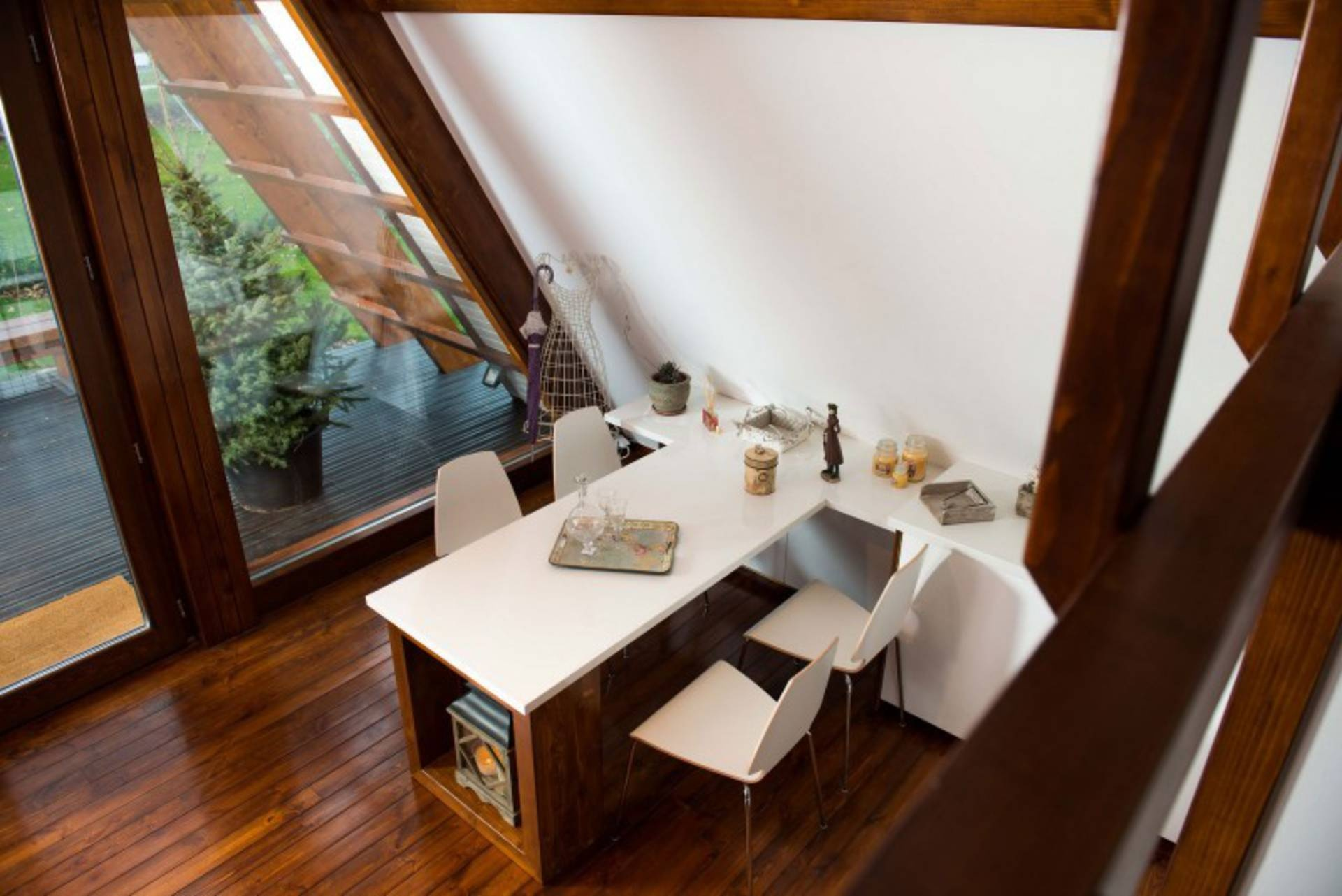 self-sustainable-home-kitchen-table_01