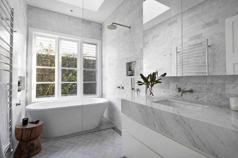modern-white-and-grey-bathroom-080518-1017-05_01