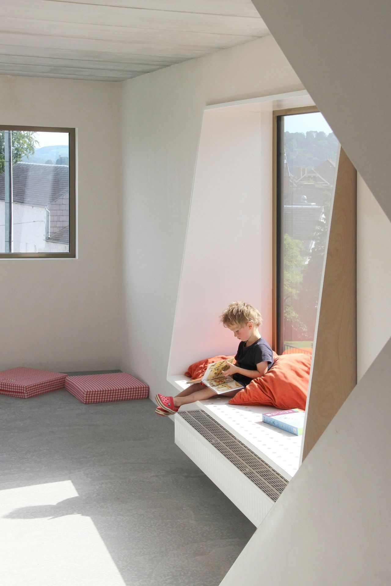 reading-corner-for-kids-windowsill