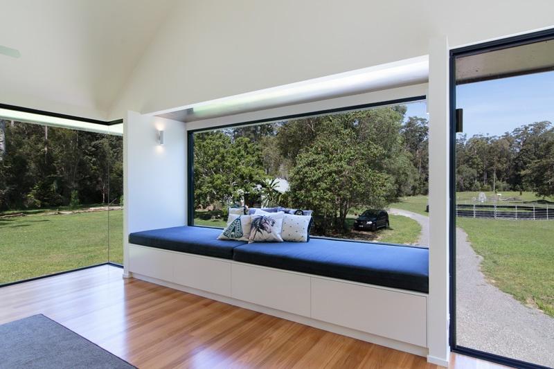 comfortable-windowsill-seating_01