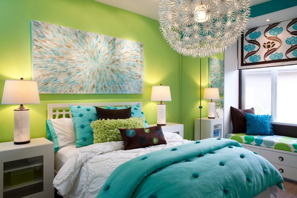 the-blue-and-green-colors-in-the-interior-980x653