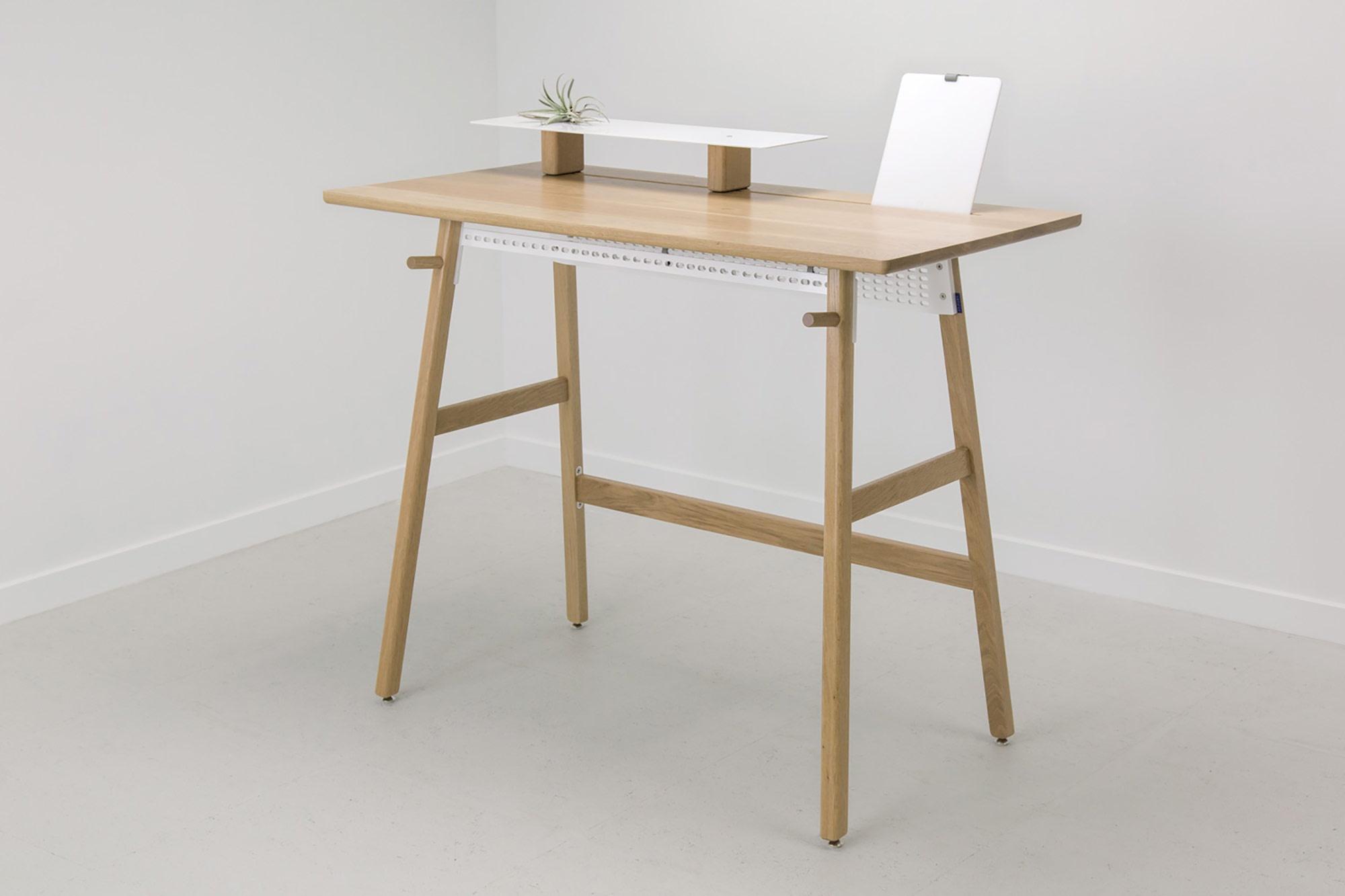 minimalist-standing-desk-1