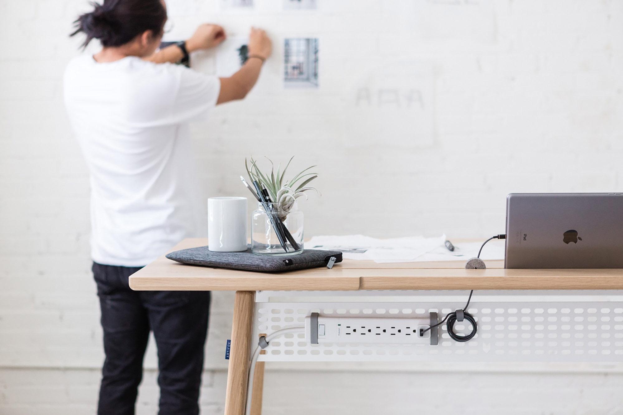 minimalist-standing-desk-9