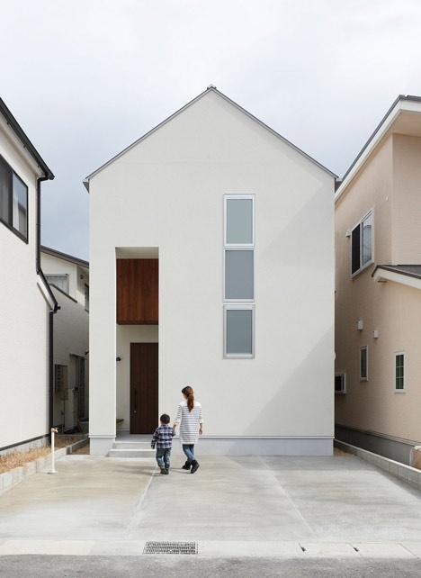 house-shaped-doorways-puncture-hazukashi-house-by-alts-design-office_dezeen_13_01