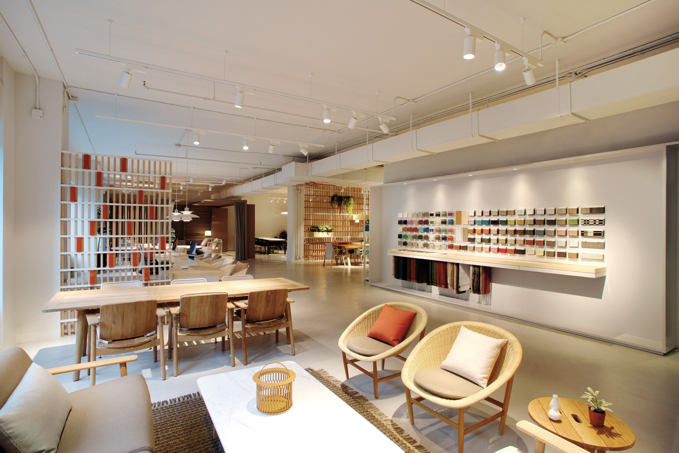 kettal-showroom-new-york-city-usa_dezeen_2364_col_5