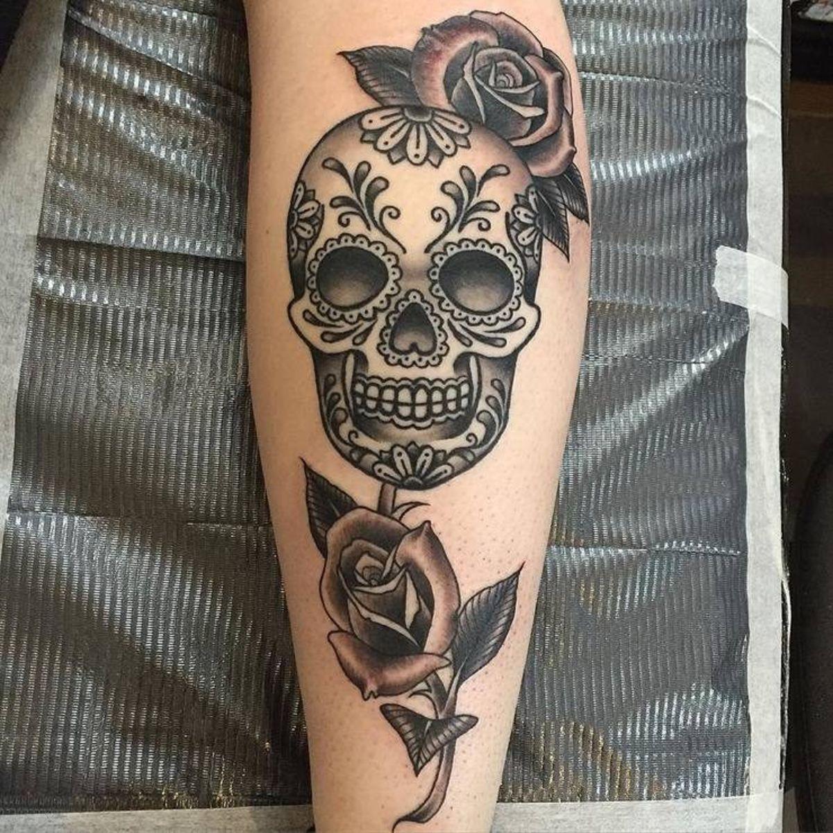 Смотреть картинки татуировок с черепами футболку можете