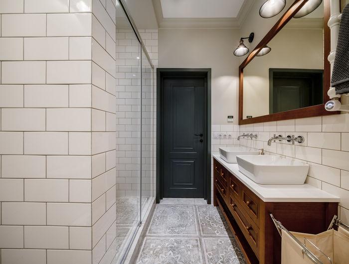 Белая ванная комната - визуальный контраст в интерьере